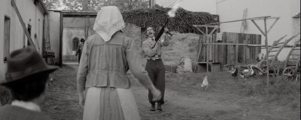 Film Krajina ve stínu (2020)