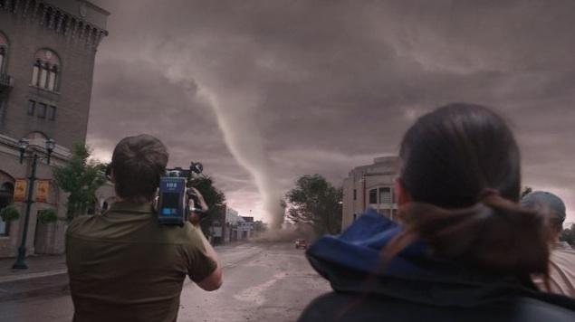 Film V oku búrky (2014)