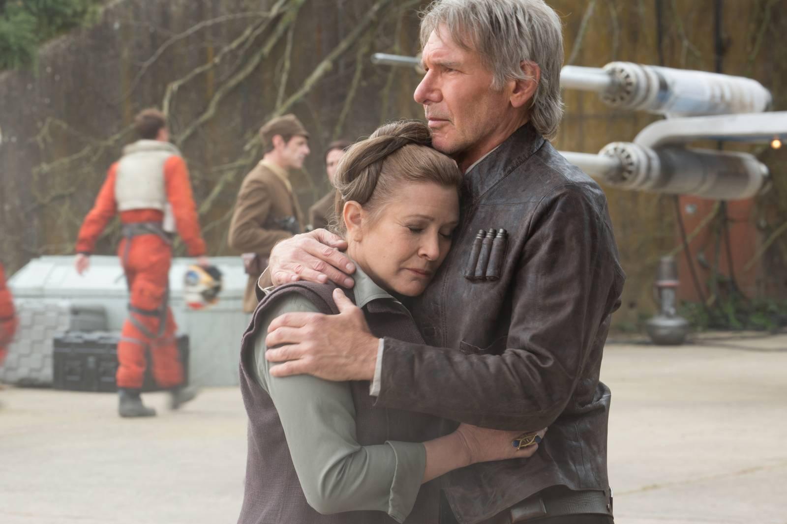 Carrie Fisher s Harrisonom Fordom vo filme Star Wars VII: Sila sa prebúdza (2015)