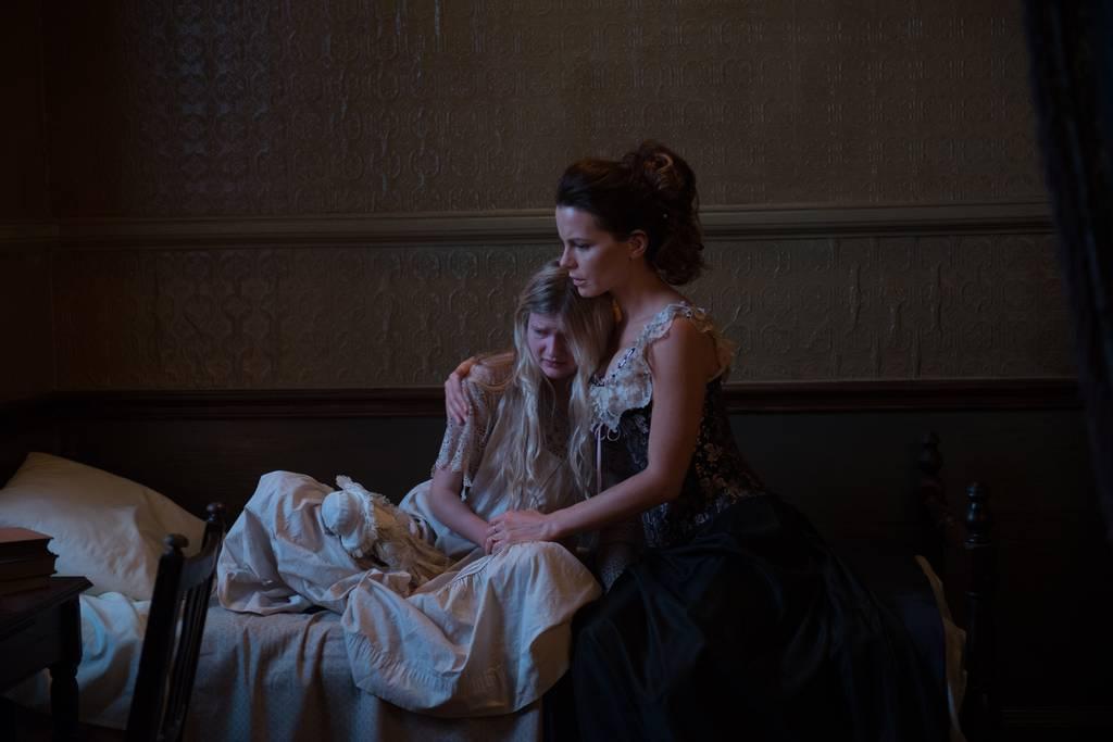 Film E. A. Poe: Archa bláznov (2014)