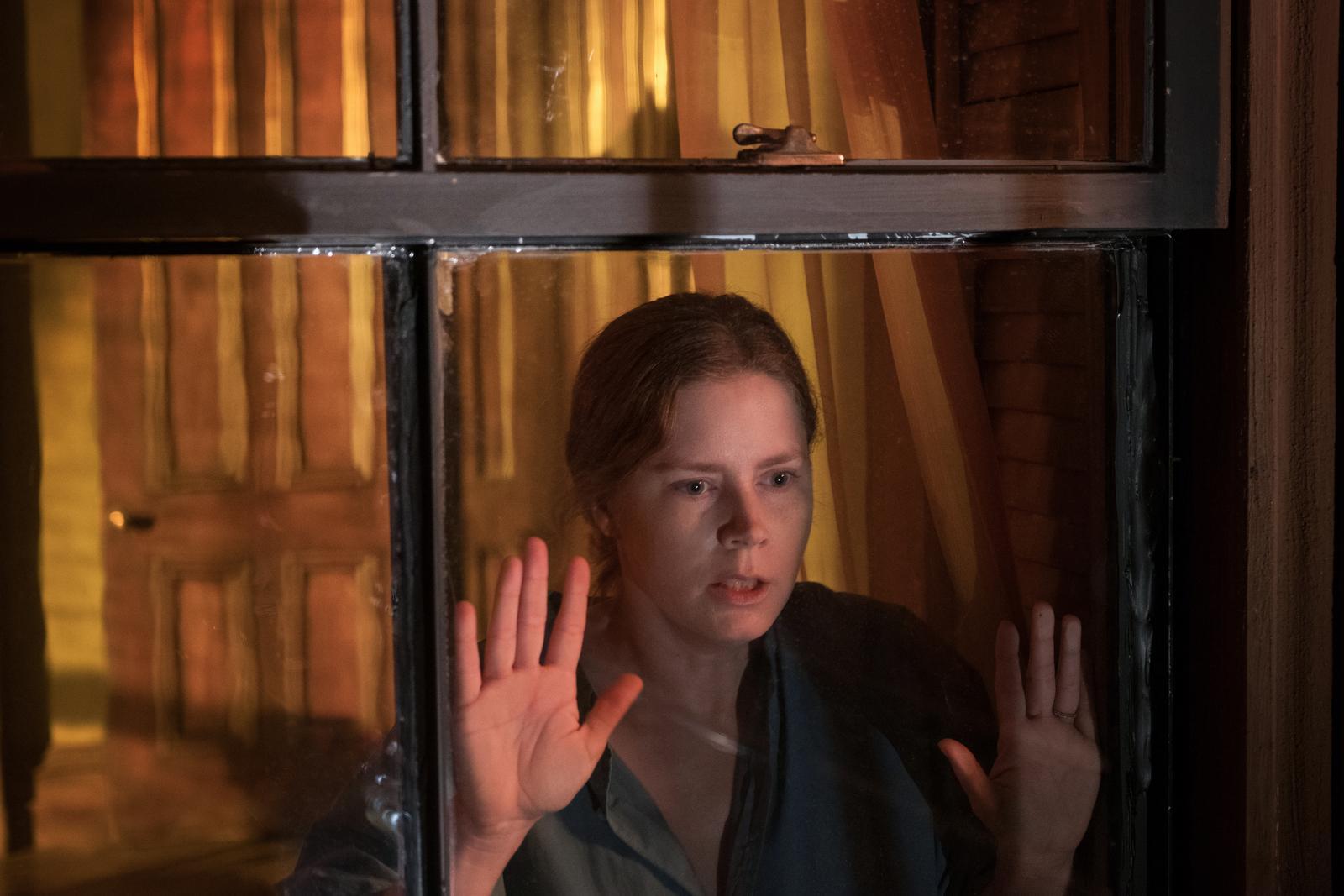 Film Žena v okne (2020)