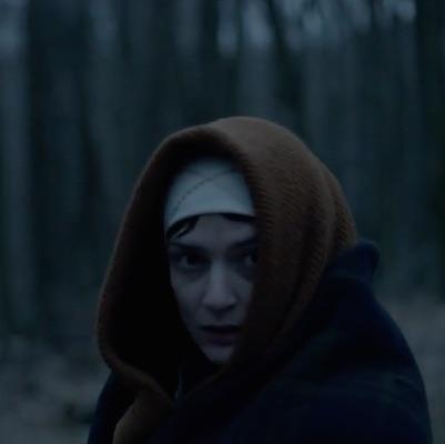 Tvorcovia filmovej verzie mysteriózneho trileru Trhlina zverejnili prvé ukážky