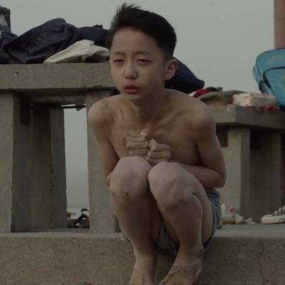 Štyri nové filmy od dnes v našich kinách, bude Parazit, Zbohom synu, Drobné bájky a Štastný nový rok