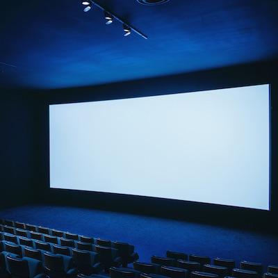 Od dnes v kinách... tma. Do odvolania sa z preventívnych dôvodov opäť zatvárajú kiná