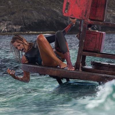 TV tipy na posledný júlový víkend: boj s žralokom v Smrtiacom prílive, historická dráma Ivanhoe