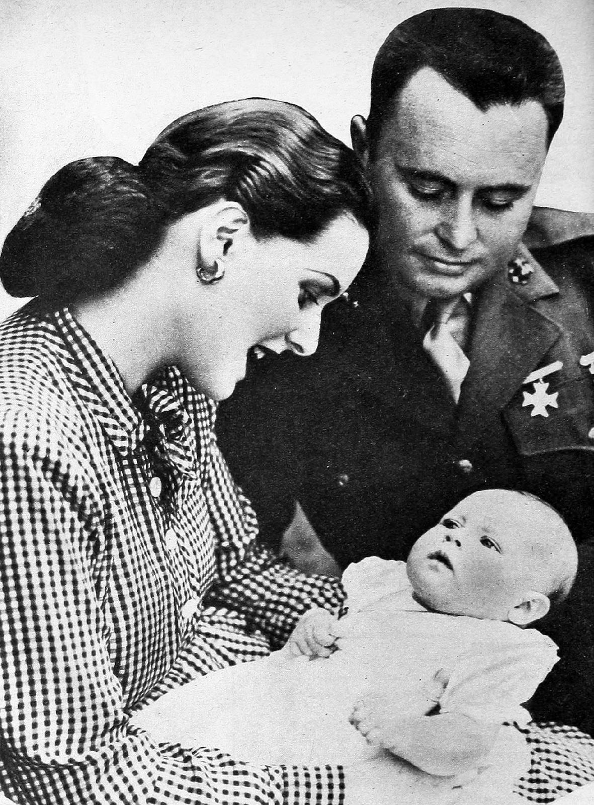S manželom Willom Priceom a dcérkou Bronwyn