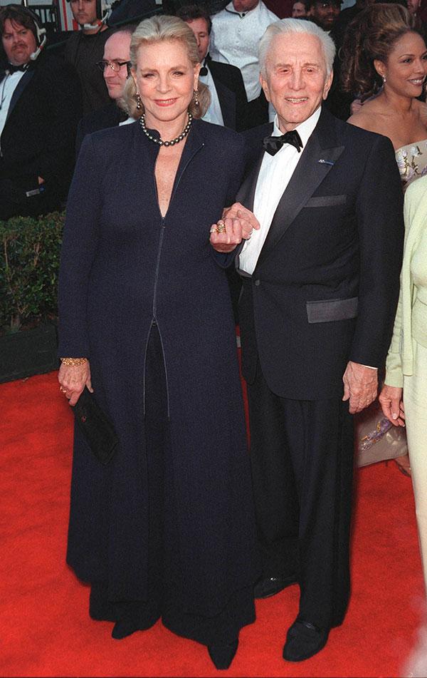 Kirk Douglas s Lauren Bacall